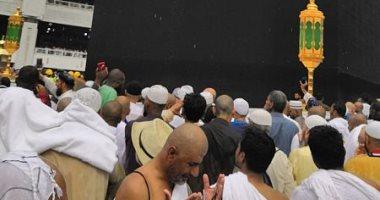 صور.. سقوط أمطار على المسجد الحرام.. والمعتمرون يوثقون اللحظات