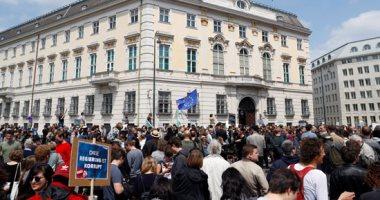 8 آلاف نمساوى يتظاهرون وسط فيينا ضد إعادة انتخاب أحزاب اليمين