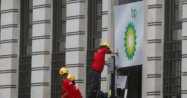 من أجل مناخ أفضل.. نشطاء يتسلقون مبنى شركة ببريطانيا لوقف تنقيبات النفط ..صور
