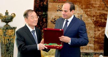 صور.. السيسى يمنح سفير الصين بالقاهرة وسام الجمهورية من الطبقة الأولى