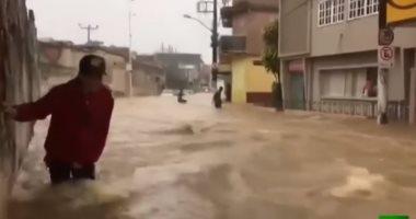شاهد ..فيضانات عارمة فى جنوب شرق البرازيل تسبب انهيارات أرضية