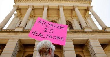 صور.. أمريكيون يحتشدون أمام مقر المحكمة العليا احتجاجا على حظر الإجهاض