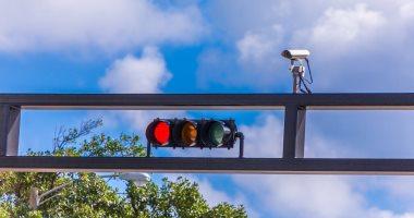 الأولى عالميا.. أستراليا تضع كاميرات مراقبة لرصد استخدام المحمول أثناء القيادة