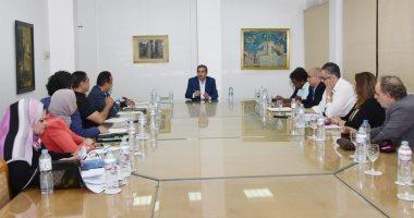 أول اجتماع لأحمد عبد العزيز بأعضاء اللجنة العليا للقومي للمسرح المصري