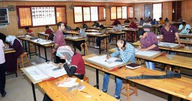 تعليم الفيوم: 100% من المدارس أدى امتحان الرياضيات لأولى ثانوى إلكترونيا -