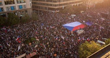 حكومة التشيك تجتاز اقتراعا على الثقة بعد سلسلة احتجاجات ضد رئيس الوزراء
