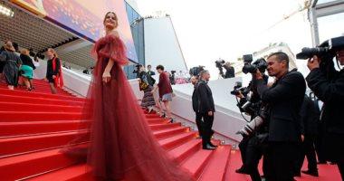 نجوم وصناع السينما العالمية على السجادة الحمراء بمهرجان كان