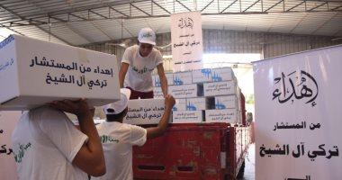 تركى آل الشيخ يهدى كراتين رمضان لعدد من القرى بمختلف المحافظات