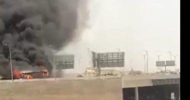 صور.. حريق أتوبيس أعلى الطريق الدائرى بمدخل السخنة