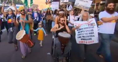 صور.. آلاف يتظاهرون فى عواصم العالم من أجل الحفاظ على البيئة