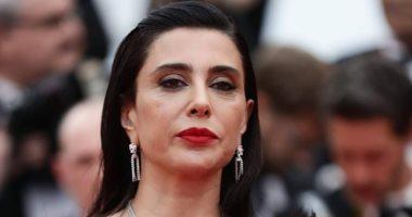 المخرجة اللبنانية نادين لبكى تتألق على السجادة الحمراء لمهرجان كان
