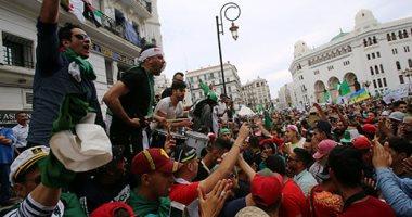 آلاف الجزائريين يتظاهرون مطالبين بتأجيل انتخابات الرئاسة