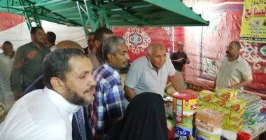 محافظ الوادى الجديد يتفقد معرض سوبر ماركت أهلاً رمضان بالداخلة