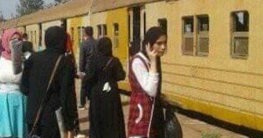 عودة حركة القطارات بالمنوفية بعد تخزين الجرار المعطل والاستعانة بآخر
