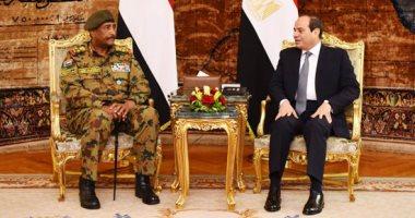 رئيس المجلس العسكرى السودانى يغادر القاهرة بعد لقاء الرئيس السيسي