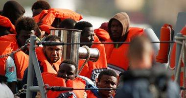 صور.. مالطا تنقذ 216 مهاجرا بينهم أطفال ورضع قرب سواحلها
