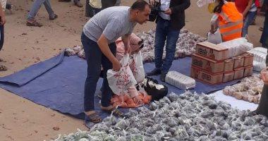 """صور.. """"ويطعمون الطعام"""".. حملة شبابية تطوعية لإطعام وكساء الفقراء بالشرقية"""