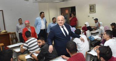 صور.. رئيس جامعة القاهرة للطلاب: هدوء الأعصاب أقوى معايير النجاح بالامتحان