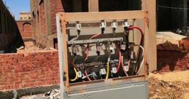 كابلات كهرباء مكشوفة بالحى التاسع بالعبور تهدد حياة المواطنين بخطر الموت