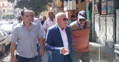 صور.. جولة تفقدية لمحافظ بورسعيد بحى العرب ويأمر بإزالة الإشغالات