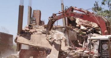 مديرية أمن الجيزة تقود حملات لإزالة عقارات وأبراج مخالفة فى أوسيم