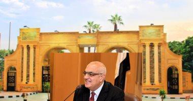 رئيس جامعة المنصورة يمنح العاملون بالقطاعات المختلفة مكافآت مالية