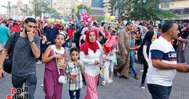 الصور التذكارية والسيلفى أبرز مظاهر الاحتفال بمسجد مصطفى محمود