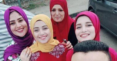 العيد فرحة.. أميرة حسن تشارك بصورة مع أسرتها فى احتفالات أول أيام العيد