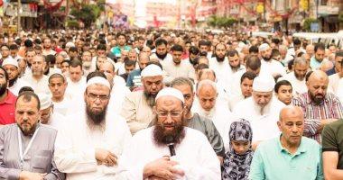 مواطون يهاجمون ياسر برهامى بعد إمامة السلفيين بالإسكندرية فى صلاة العيد