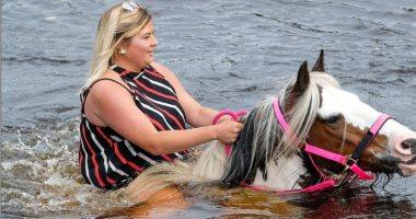 خيول تغمرها المياه.. فعاليات اليوم الثانى من معرض كومبريان للخيول.. صور