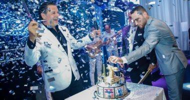 راغب علامة يحتفل بعيد ميلاده خلال حفله بدبى.. ووائل كفورى يهديه أغنية