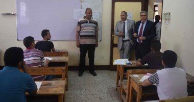 صور.. محافظ المنيا يتفقد لجان الثانوية العامة لمتابعة انتظام سير الامتحانات