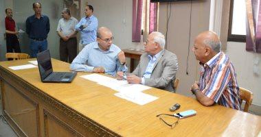 صور.. محافظ بورسعيد يتفقد غرفة عمليات الثانوية العامة لمتابعة سير الامتحانات