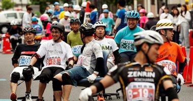 انطلاق سباق كراسى المكاتب باليابان