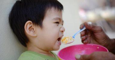 ماذا يحدث لطفلك إذا أجبرته على تناول طبقه بالكامل؟ اعرف الإجابة