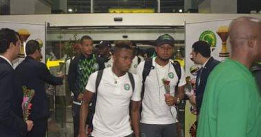 وصول منتخبى نيجيريا وزيمبابوى مطار القاهرة للمشاركة فى أمم أفريقيا
