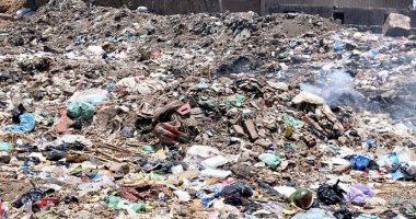 تراكم القمامة مشكلة أهالى قرية طملاى بالمنوفية