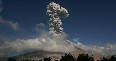 ثوران بركان جبل سينابونج فى سومطرة بإندونيسيا