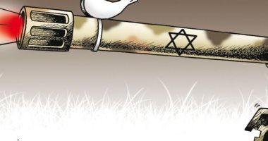 كاريكاتير الصحف الكويتية .. حمامة السلام على فوهة دبابة الاحتلال الاسرائيلى