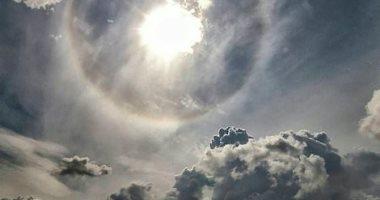 """مغامران يرصدان ظاهرة نادرة تسمى """"هالة الشمس"""".. اعرف الحكاية"""