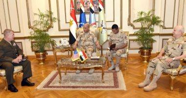 وزير الدفاع يناقش مجالات التعاون العسكرى مع قائد القيادة المركزية الأمريكية