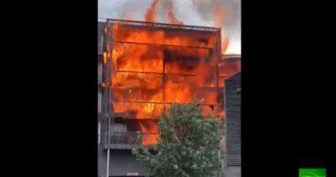 لحظات مروعة.. فرار سكان عقار  فى لندن بعد نشوب حريق هائل به (فيديو)