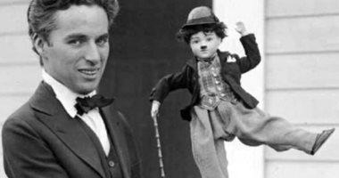 Charlie Chaplin كما لم تعرفه من قبل فى 12 صورة.. شارلى شابلن فتى وسيم بعيدا عن شخصية المتشرد ذى الشارب.. وعاش حياة مليئة بالاضطرابات العاطفية.. وأصيبت أمه بالجنون فترك التعليم.. ومات بجلطة بالمخ أثناء نومه