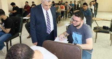 صور.. نائب رئيس جامعة طنطا يتفقد لجان الامتحانات ومركز علاج الأورام