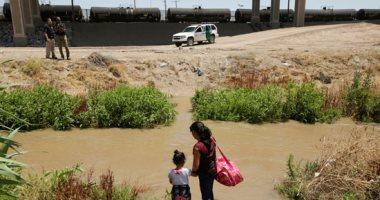 "مهاجرون غير شرعيون يطرقون أبواب أمريكا عبر نهر ""ريو برافو"""
