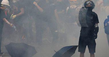 شرطة هونج كونج تطلق الغاز المسيل للدموع خلال اشتباك مع محتجين