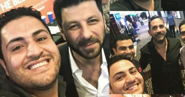 فيديو وصور.. جمهور الإمارات يلتقط صور مع فنانين فى حفل فيلم كازابلانكا