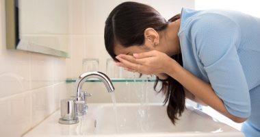 هيحافظ على نضارتها.. اعرفى فوائد الماء البارد على بشرتك
