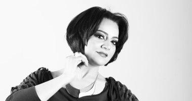 """صور.. بعد نجاحها فى """"لمس أكتاف"""" هبة عبد الغنى فى جلسة تصوير بالأبيض والأسود"""