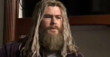 Thor يبرز مواهبه فى الغناء داخل كواليس تصوير فيلم Avengers Endgame